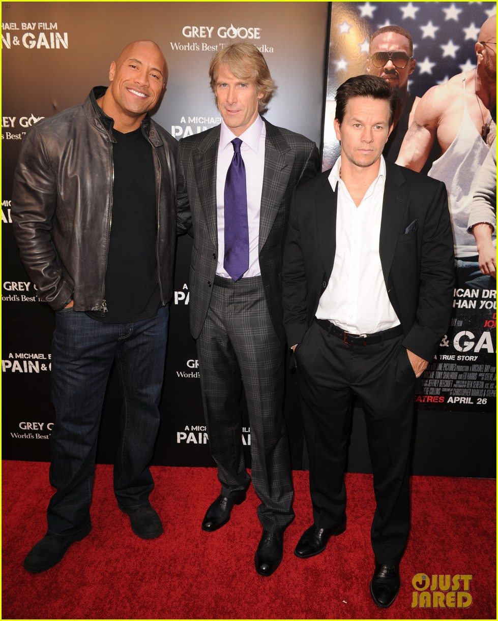 mark wahlberg dwayne johnson pain gain premiere 17