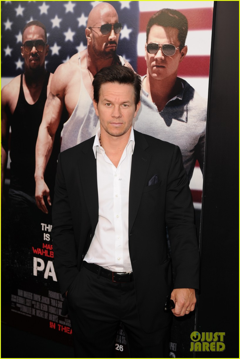 mark wahlberg dwayne johnson pain gain premiere 20