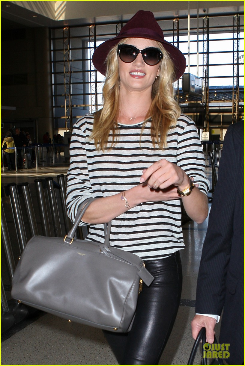 rosie huntington whiteley lax arrival after new orleans trip 02