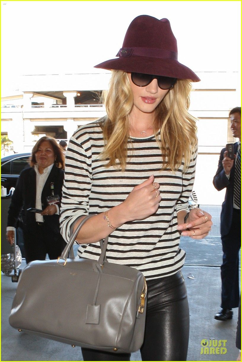 rosie huntington whiteley lax arrival after new orleans trip 10