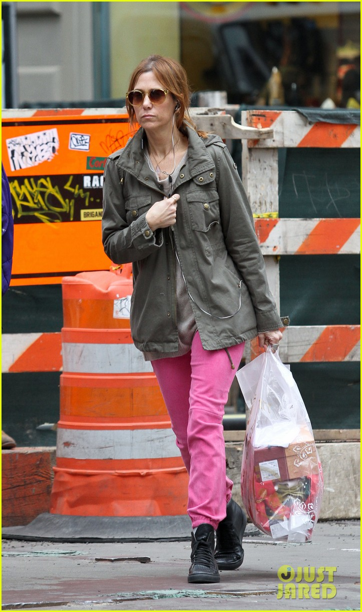 kristen wiig sunday soho shopper 01