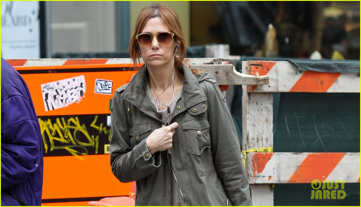 kristen wiig sunday soho shopper 022841310