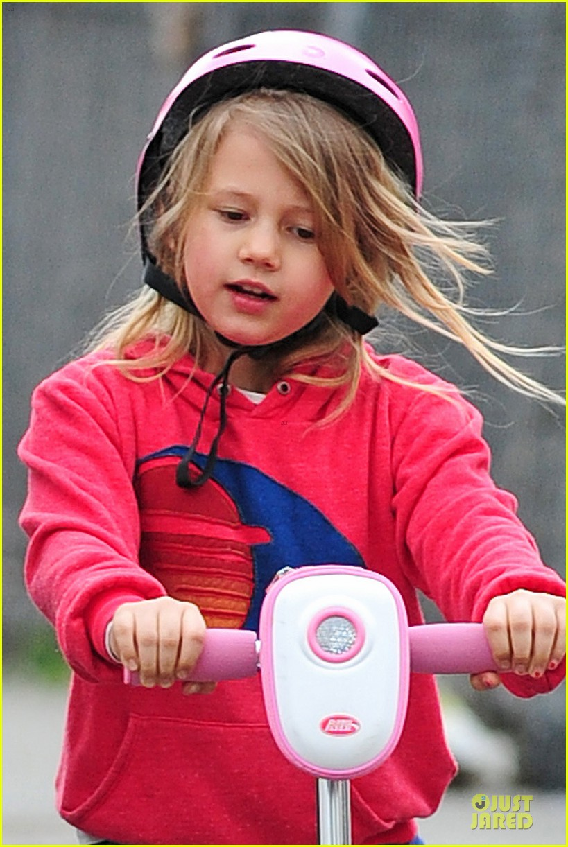 michelle williams matilda scooter stroll with lucky 022849780