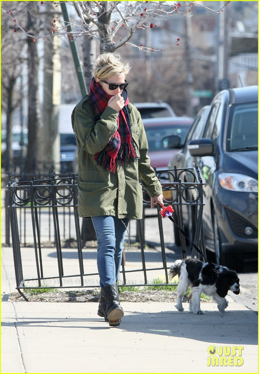 michelle williams sunday stroll with lucky 052845346