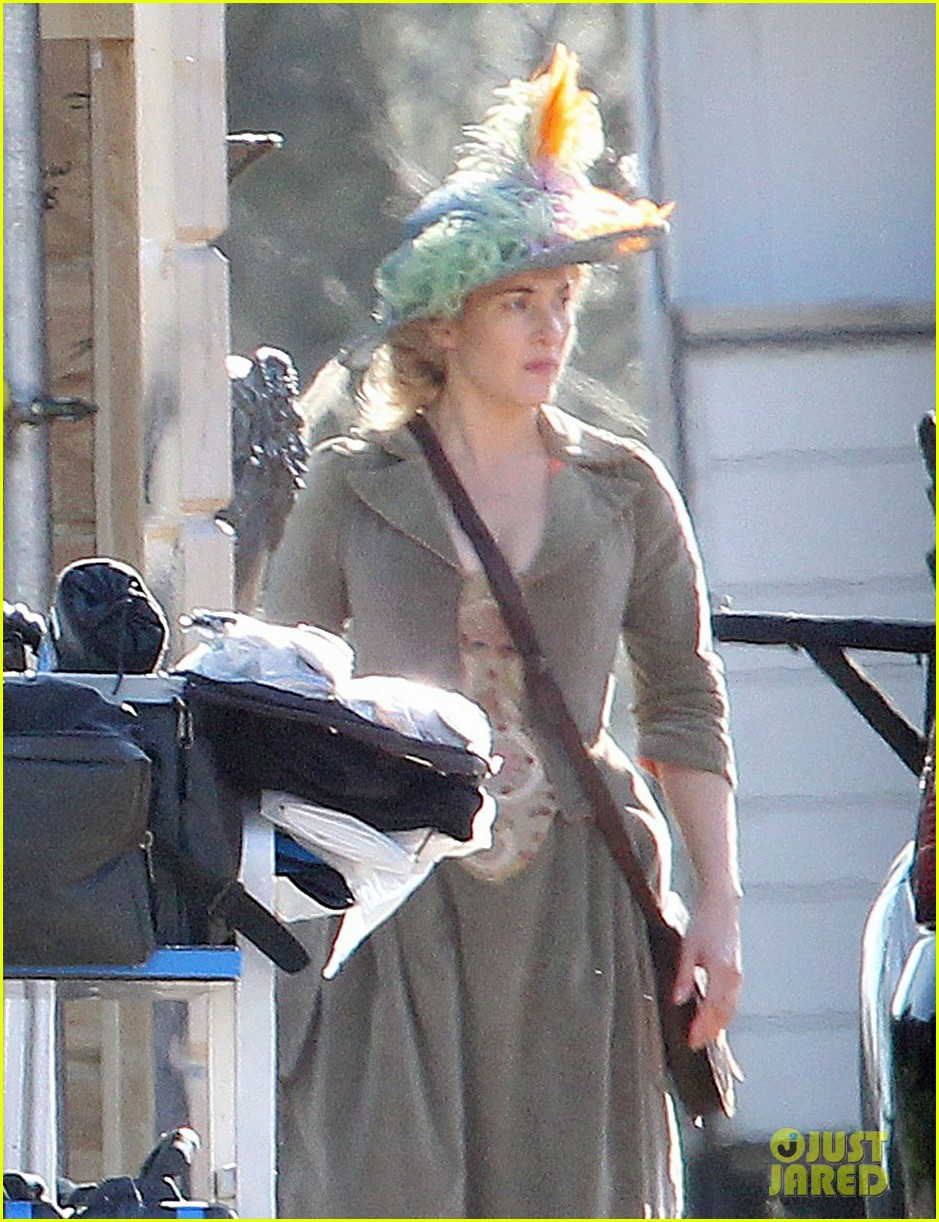 kate winslet period costume on a little chaos set 022857214