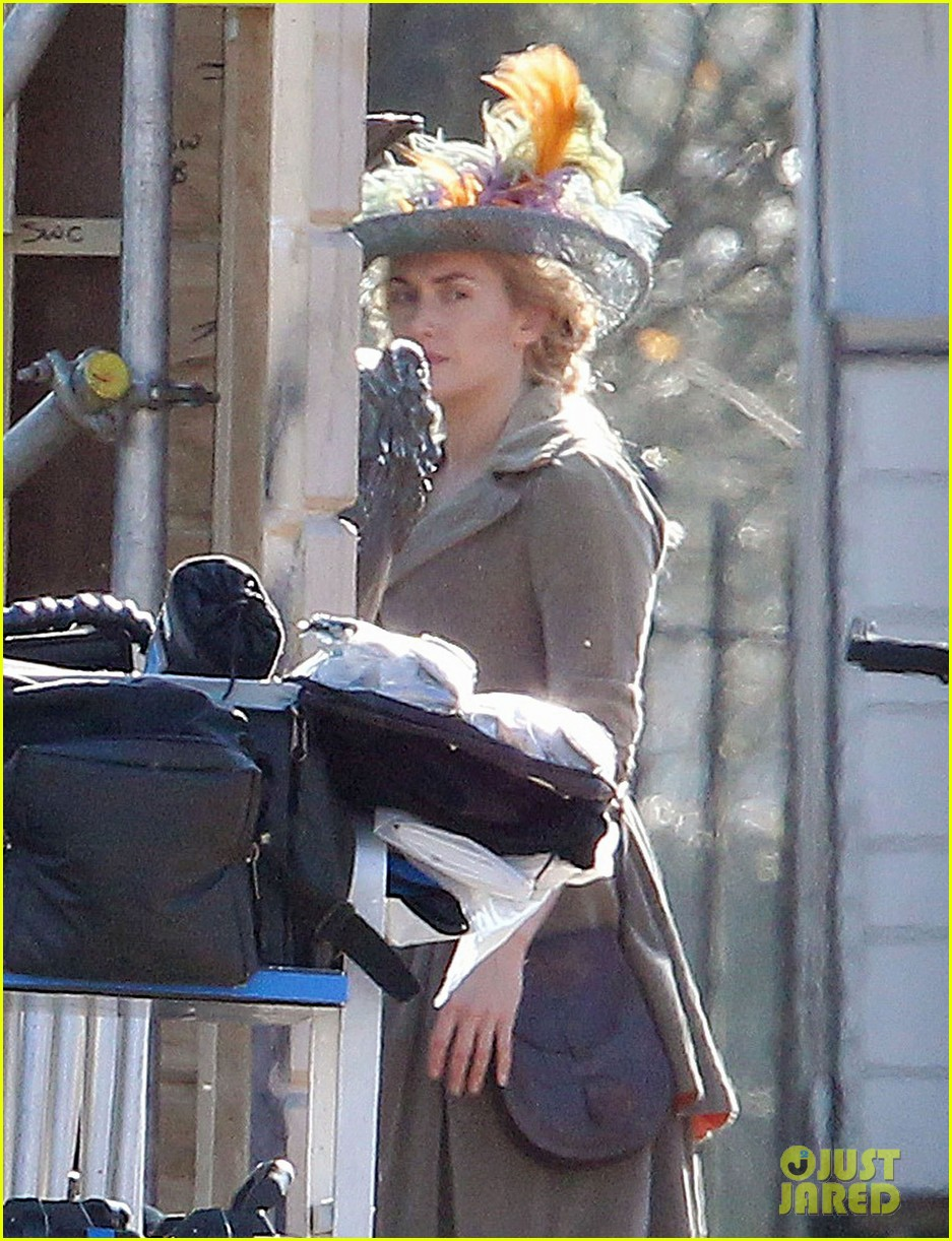kate winslet period costume on a little chaos set 042857216