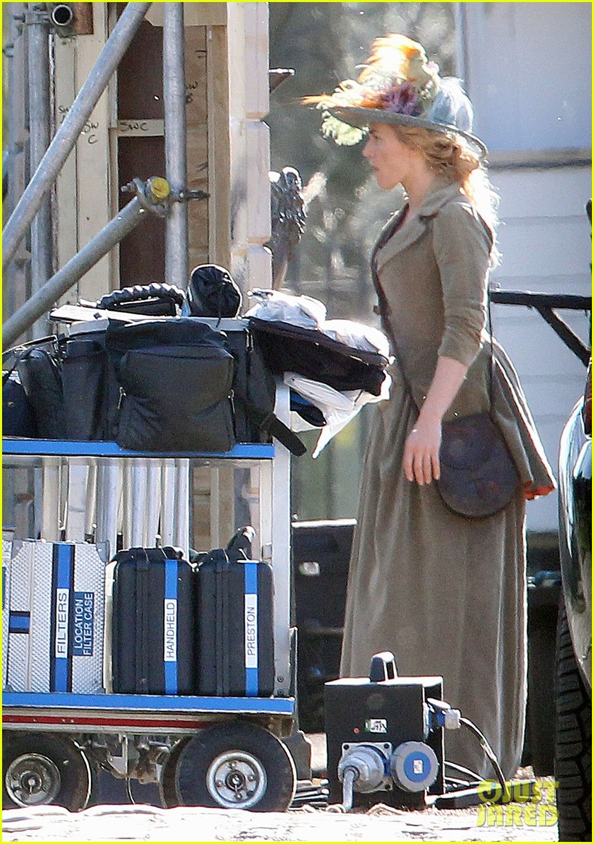 kate winslet period costume on a little chaos set 052857217