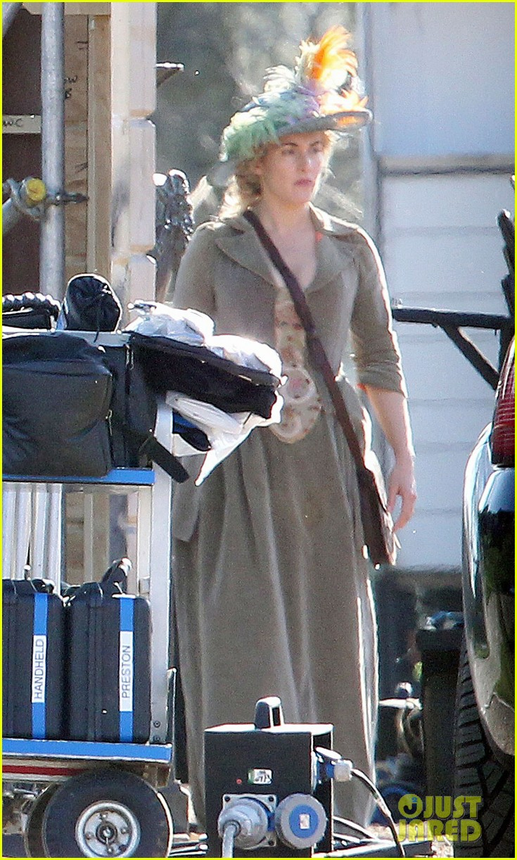 kate winslet period costume on a little chaos set 062857218