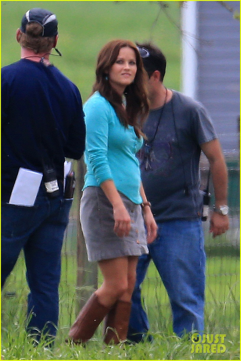 reese witherspoon brunette hair on the good lie set 012852166