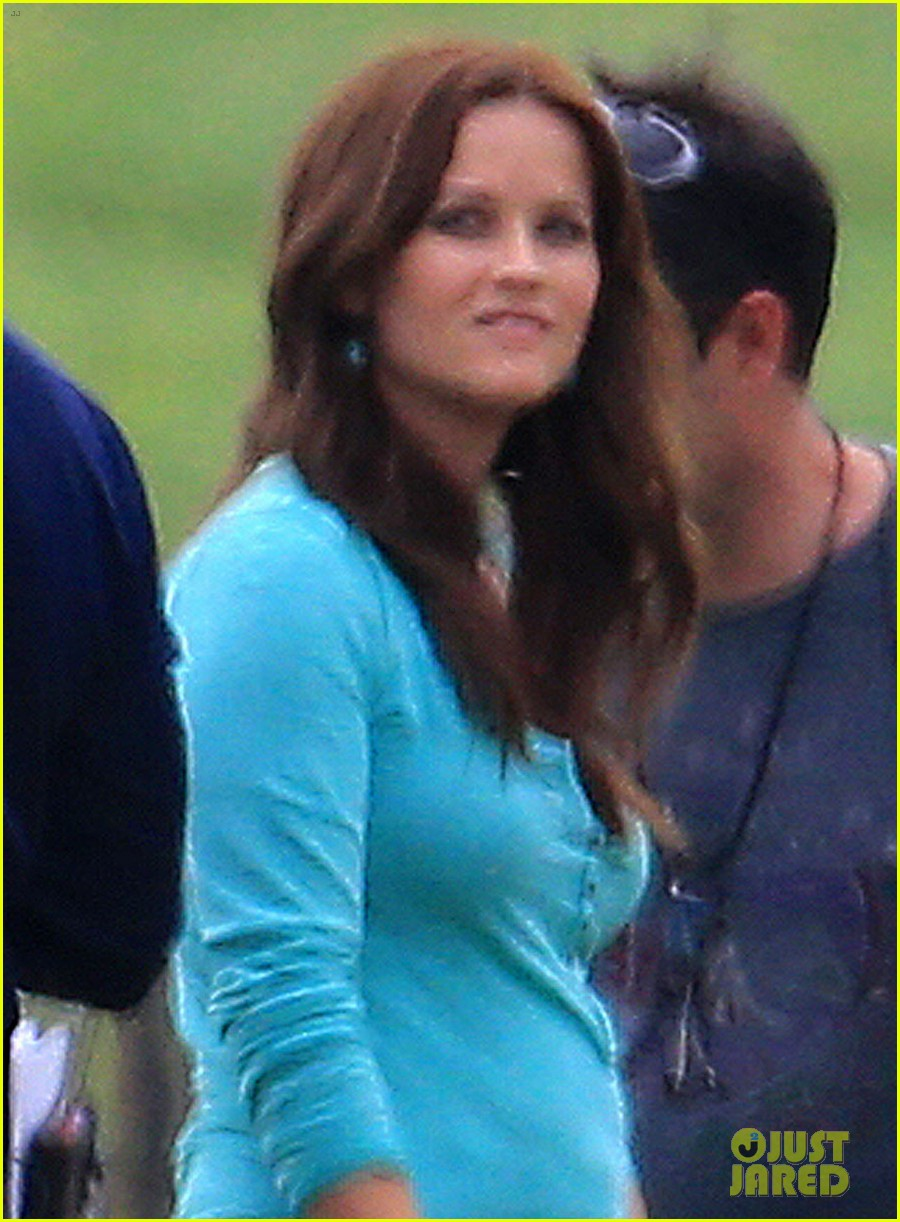 reese witherspoon brunette hair on the good lie set 042852169