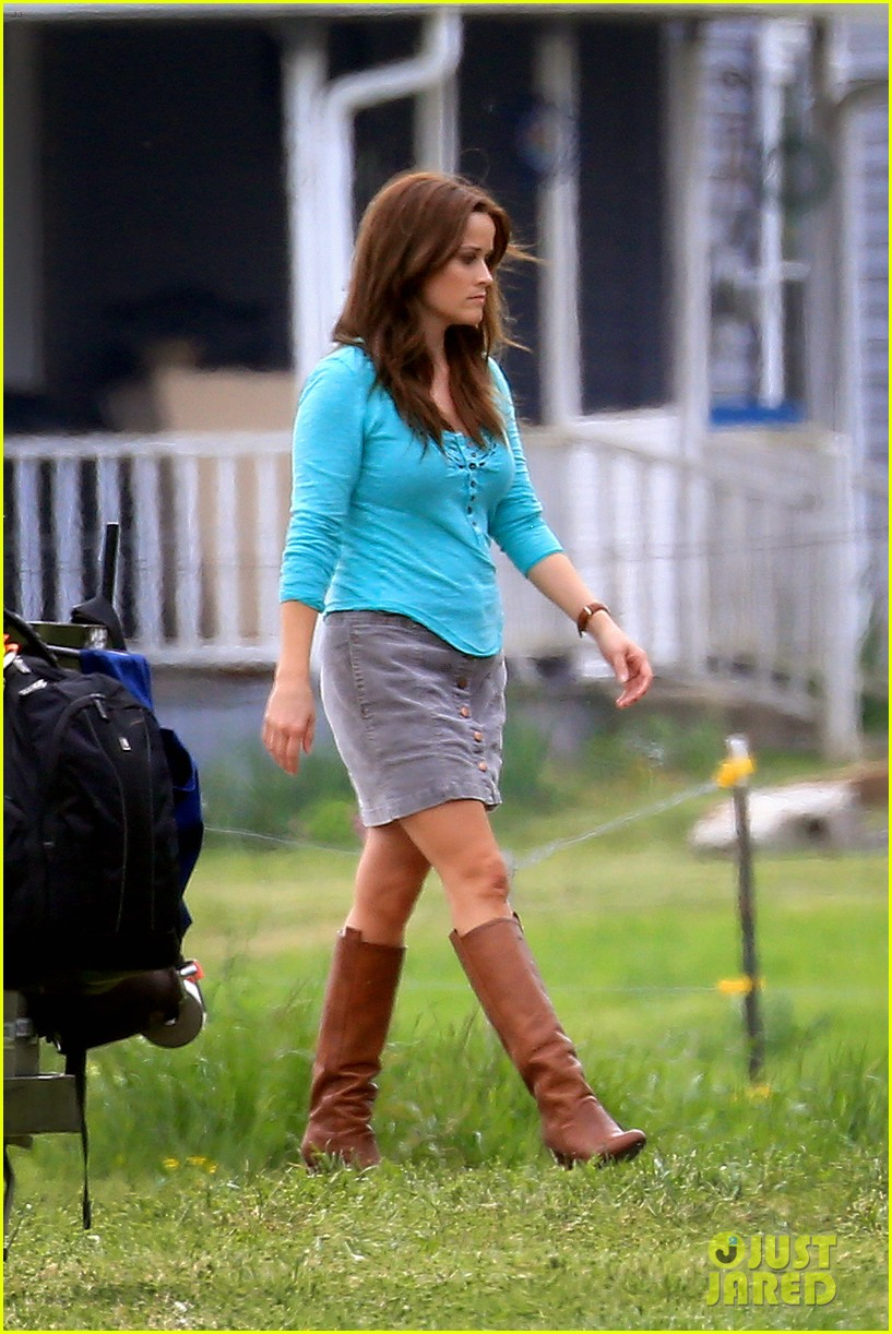reese witherspoon brunette hair on the good lie set 052852170