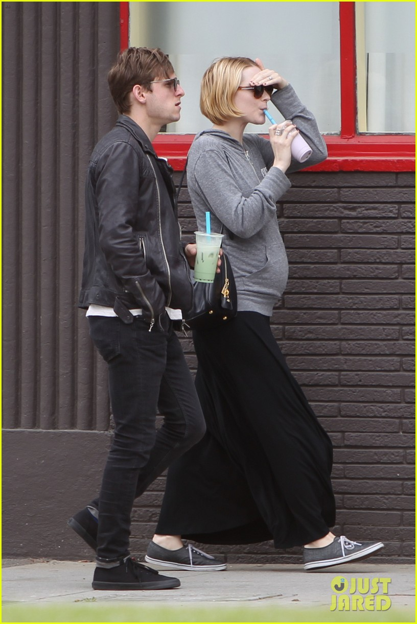 evan rachel wood baby bump stroll with jamie bell 022841413