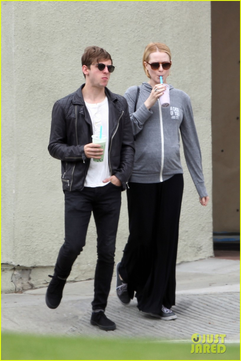 evan rachel wood baby bump stroll with jamie bell 052841416