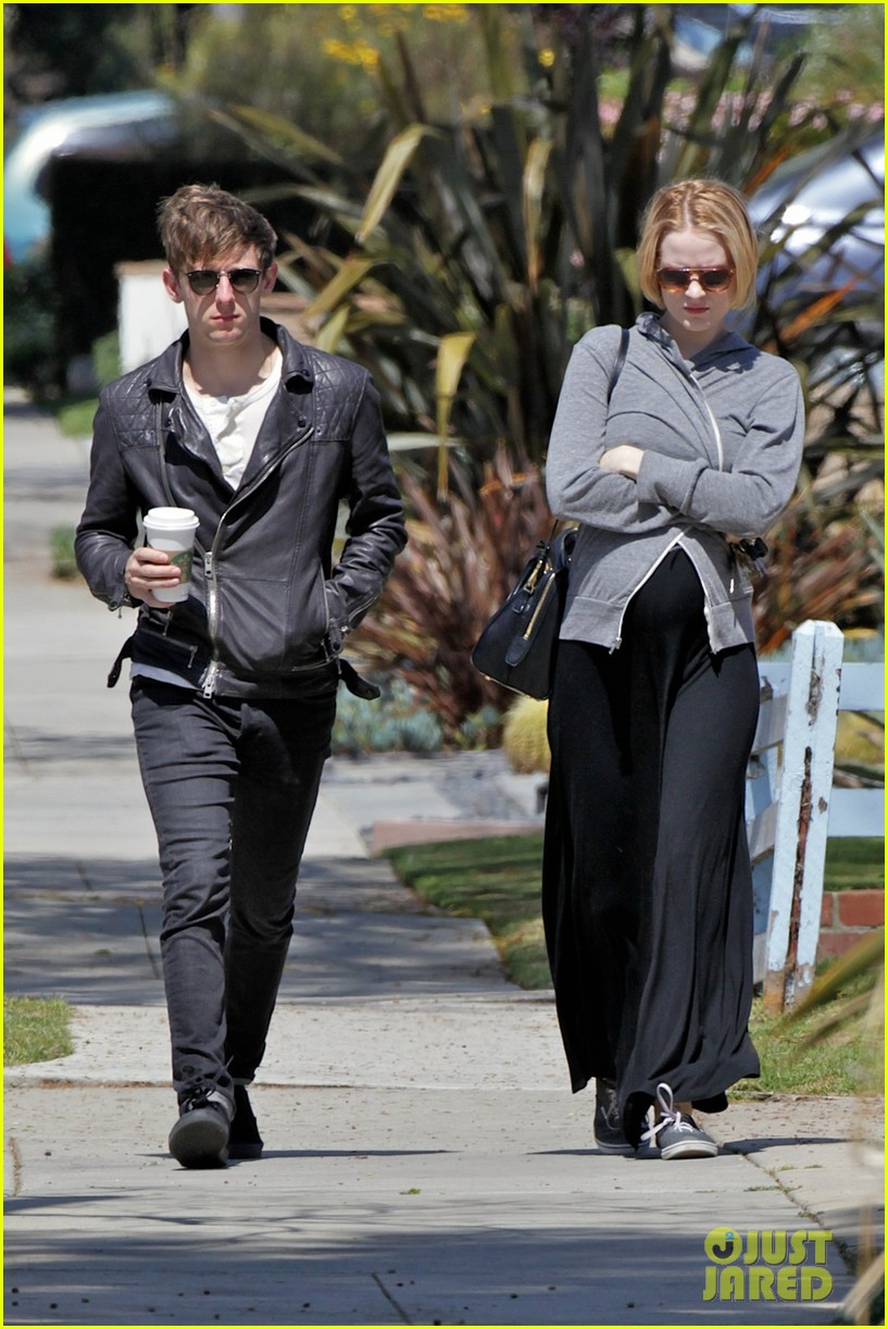 evan rachel wood baby bump stroll with jamie bell 062841417