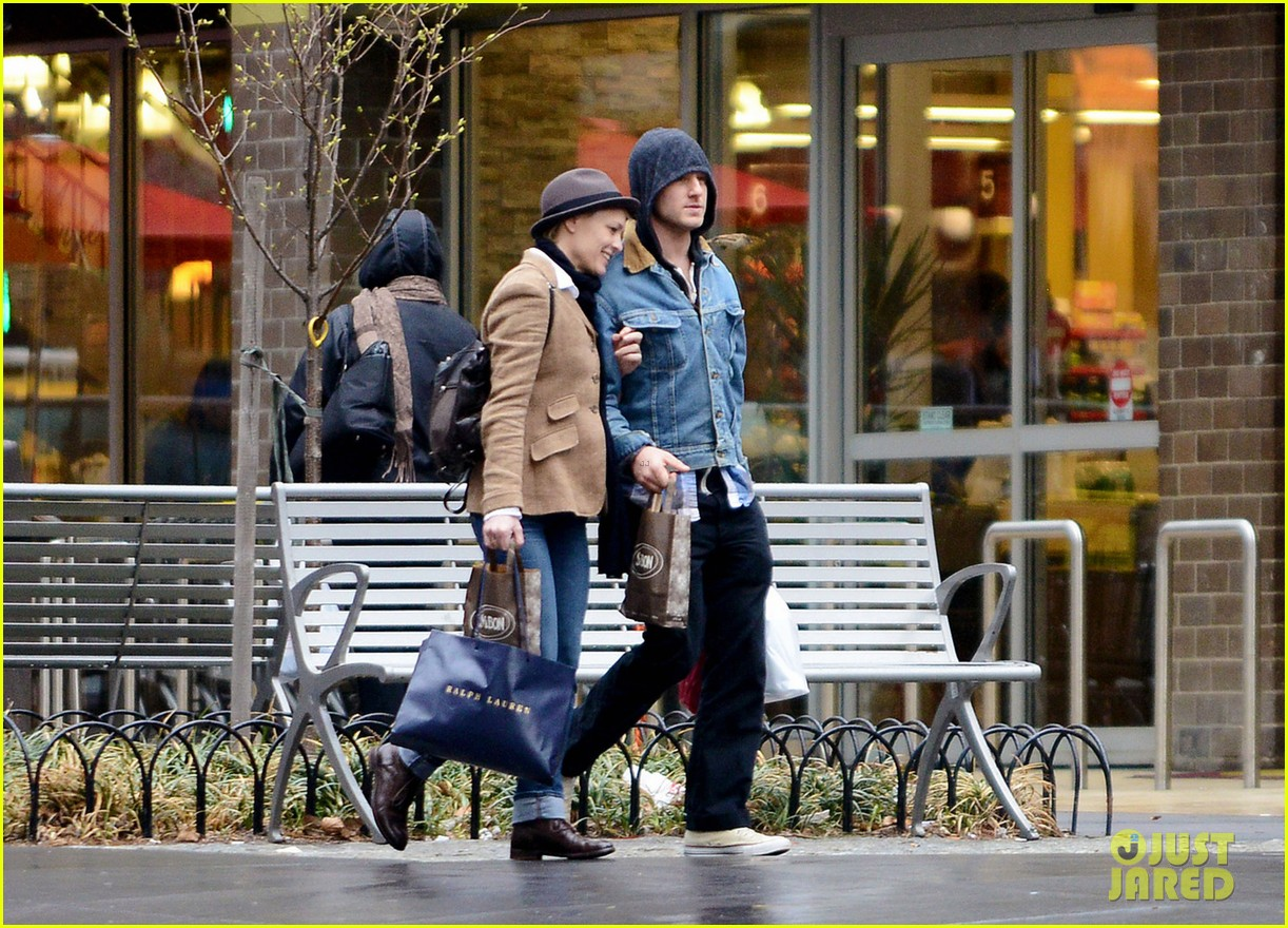 robin wright pre birthday stroll with ben foster 042845387