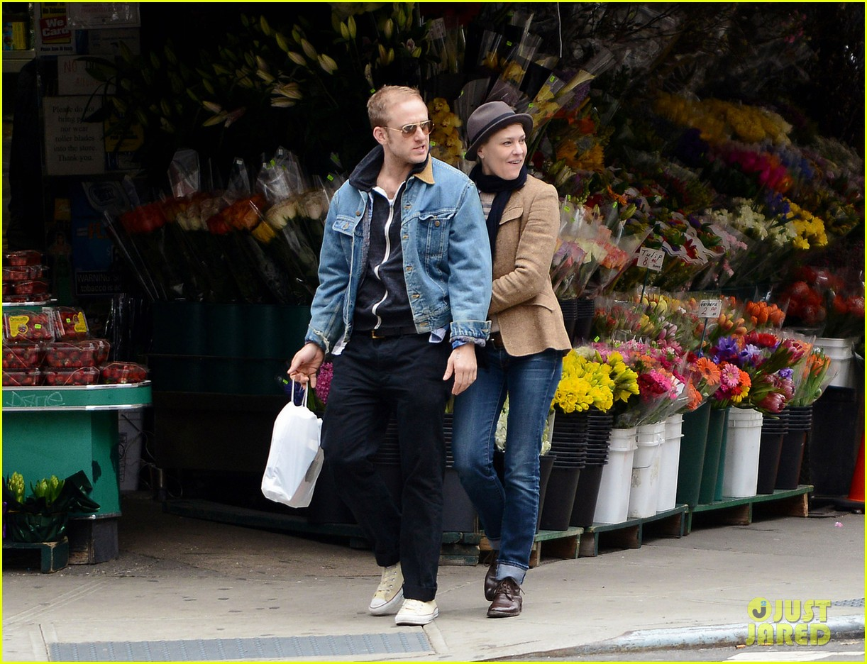 robin wright pre birthday stroll with ben foster 05