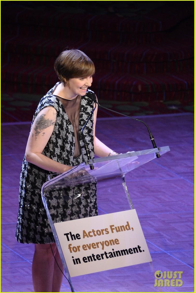 lena dunham presents at actors fund zosia mamet films girls 042861284