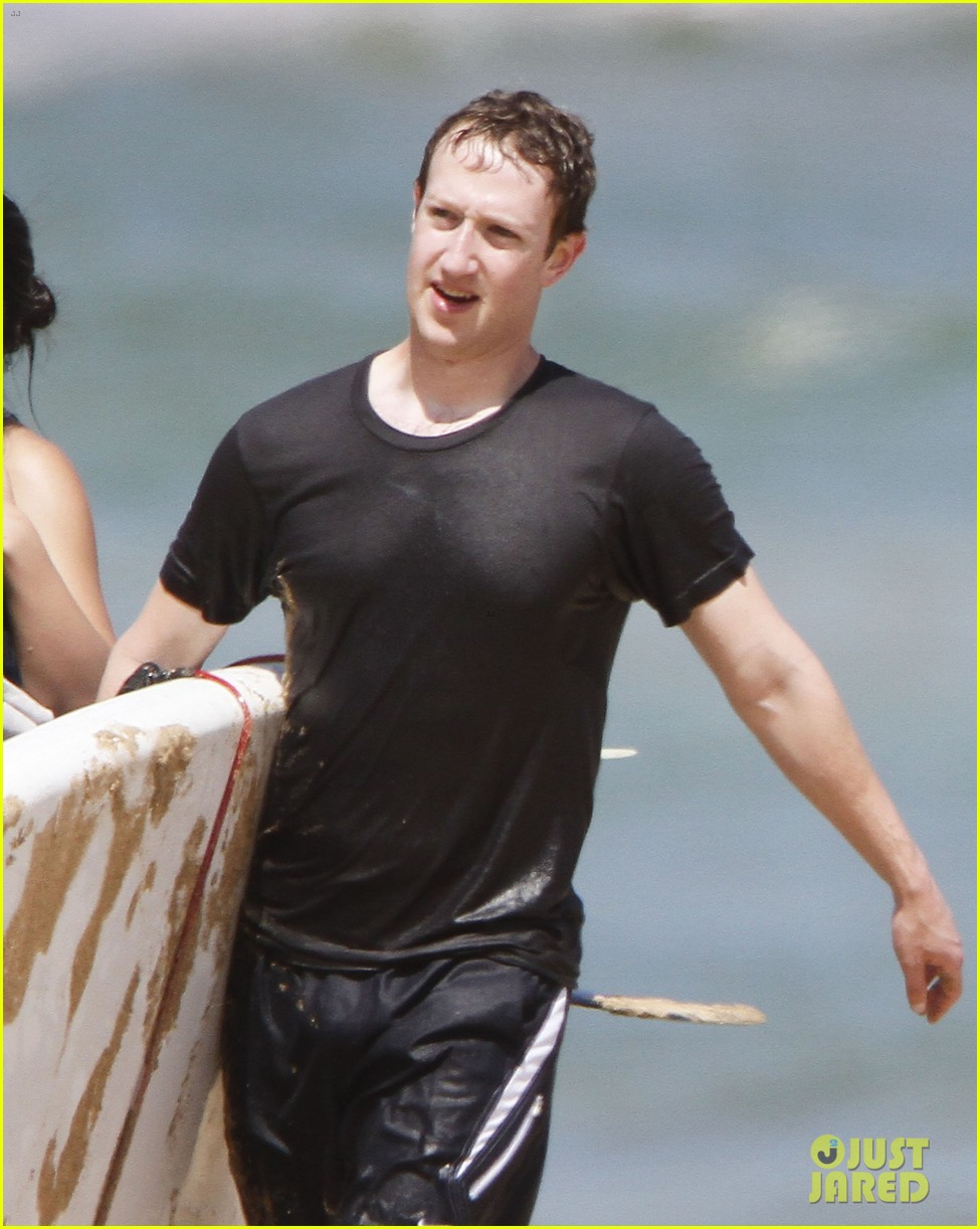mark zuckerberg priscilla chan surfing in hawaii 022858129