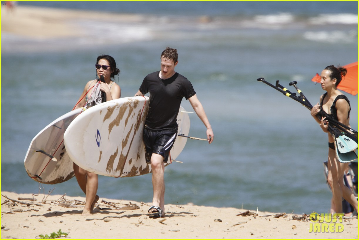 mark zuckerberg priscilla chan surfing in hawaii 032858130