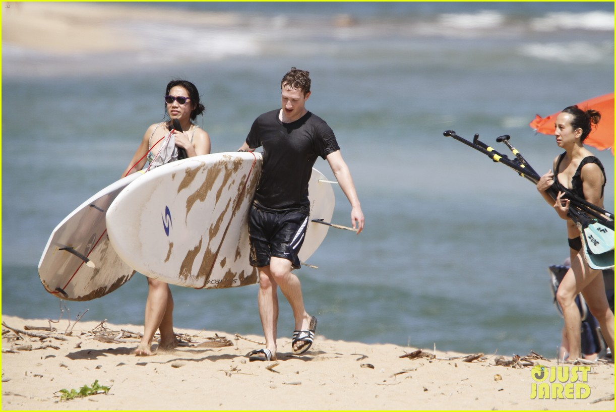 mark zuckerberg priscilla chan surfing in hawaii 062858133