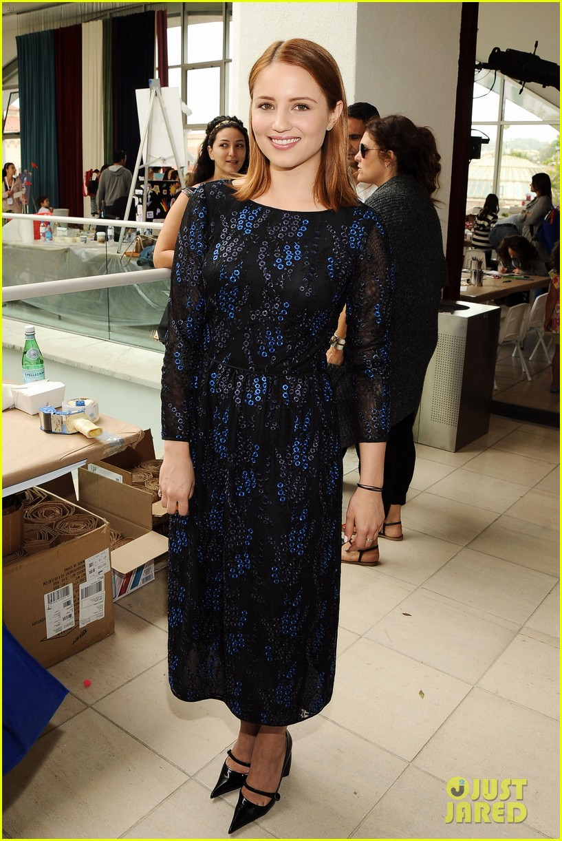 dianna agron jodie foster kids art museum project pals 01