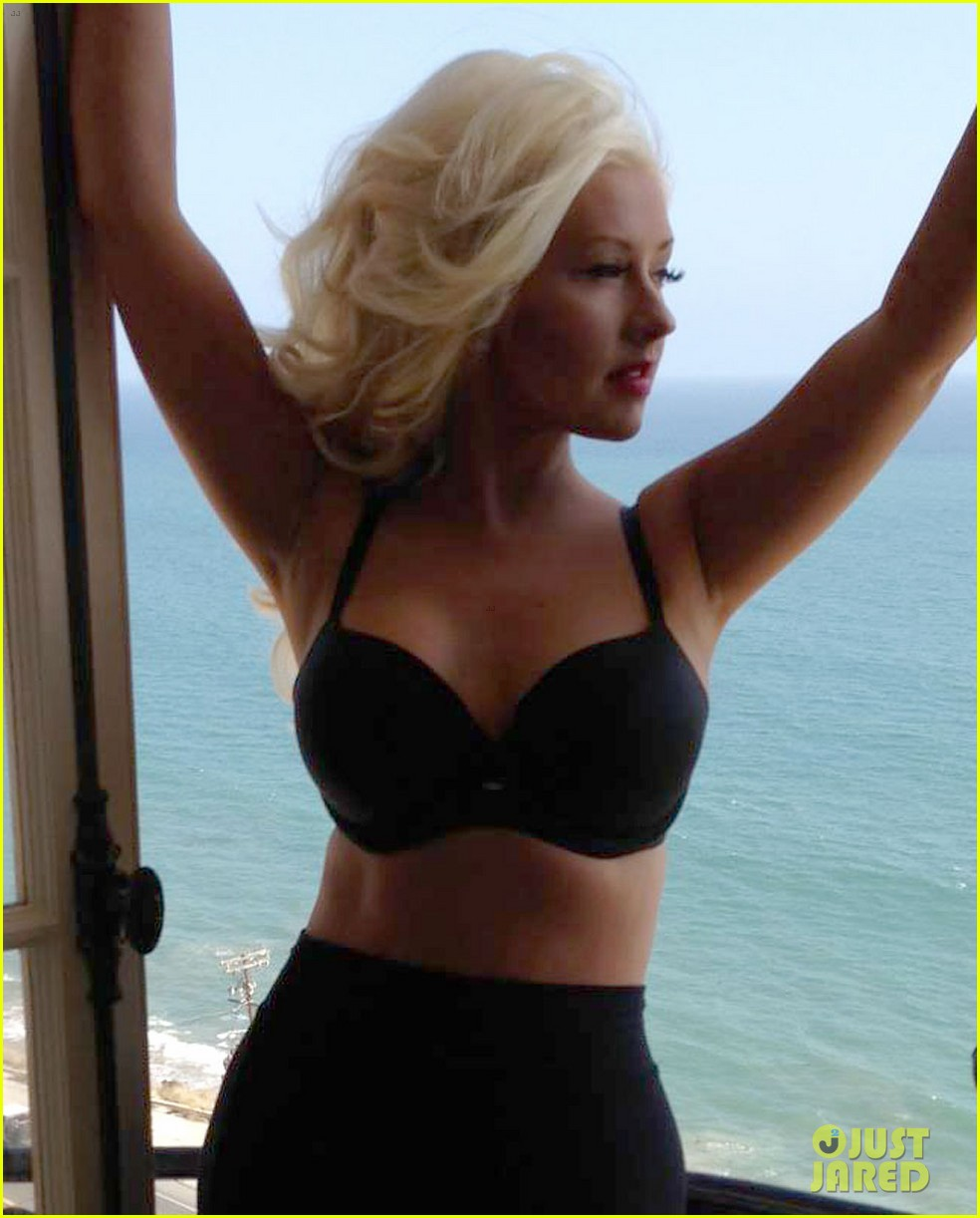 christina aguilera flaunts slim figure on music video set 022871311