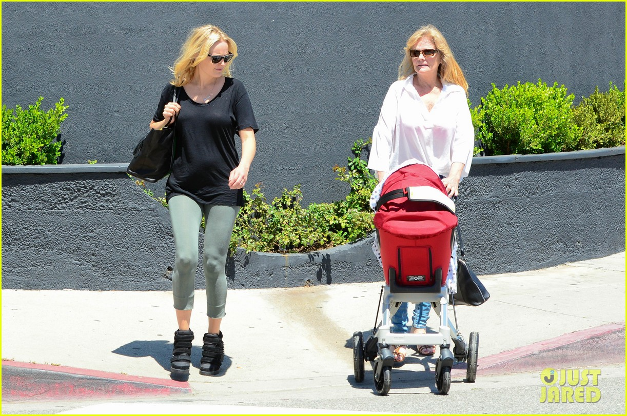 malin akerman kristen bell new mamas in hollywood 142870611