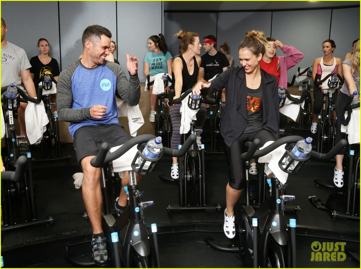 jessica alba cycling fundraiser for baby2baby 052870719
