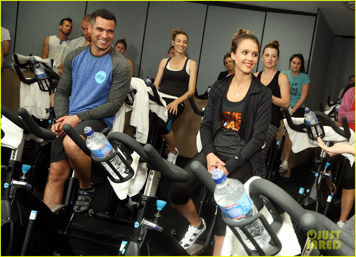 jessica alba cycling fundraiser for baby2baby 062870720