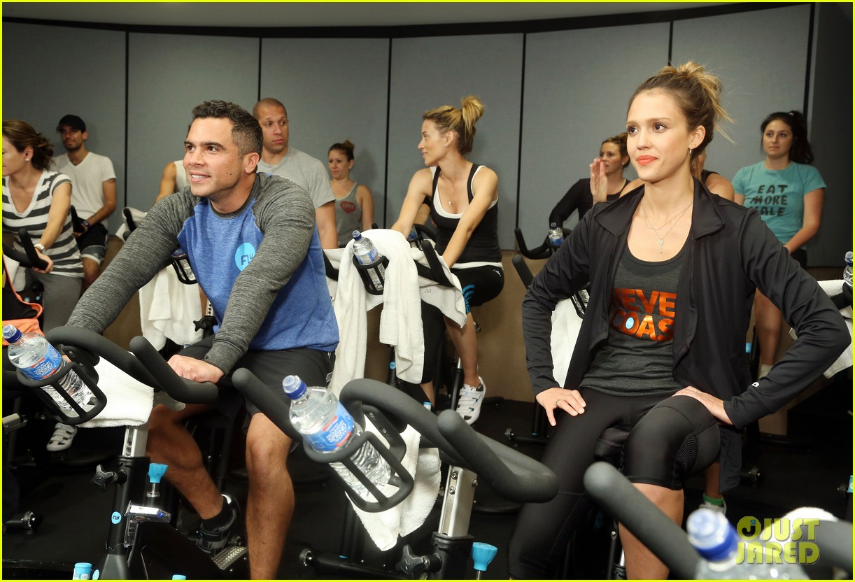 jessica alba cycling fundraiser for baby2baby 082870722