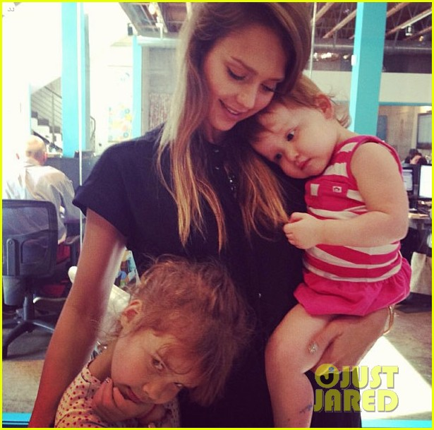 jessica alba flies home to kids after texas book signing 032868102