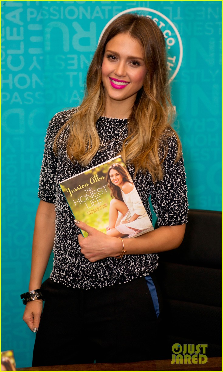 jessica alba flies home to kids after texas book signing 052868104