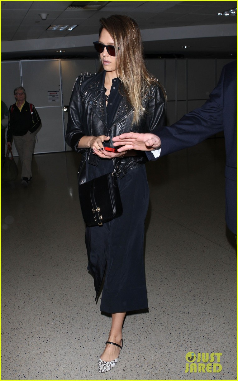jessica alba flies home to kids after texas book signing 082868107