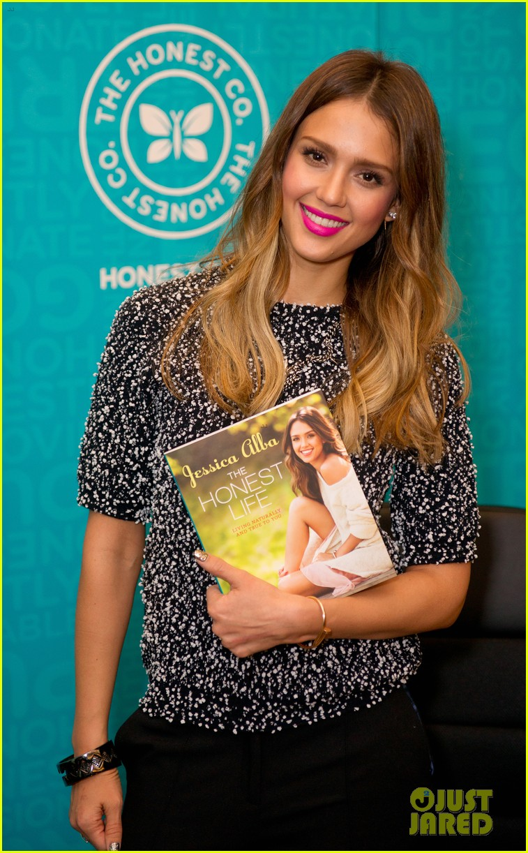 jessica alba flies home to kids after texas book signing 192868118