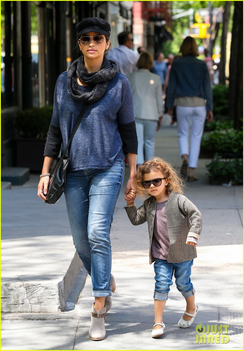 camila alves mothers day with vida 012869394