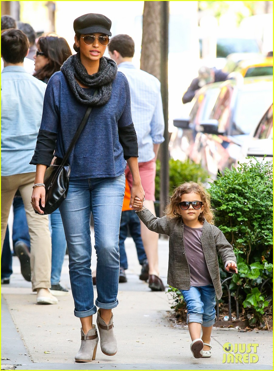 camila alves mothers day with vida 032869396