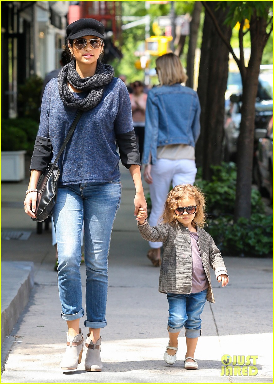 camila alves mothers day with vida 07