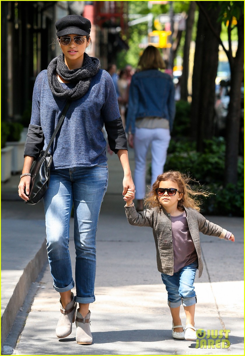 camila alves mothers day with vida 082869401
