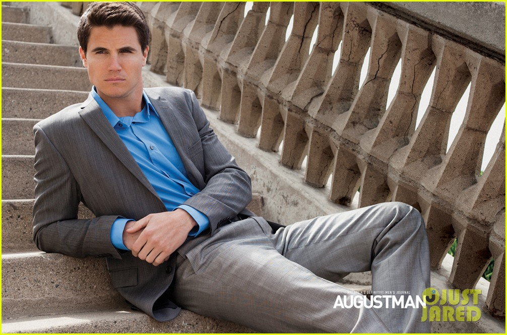 robbie amell lachlan buchanan august man features 032878306