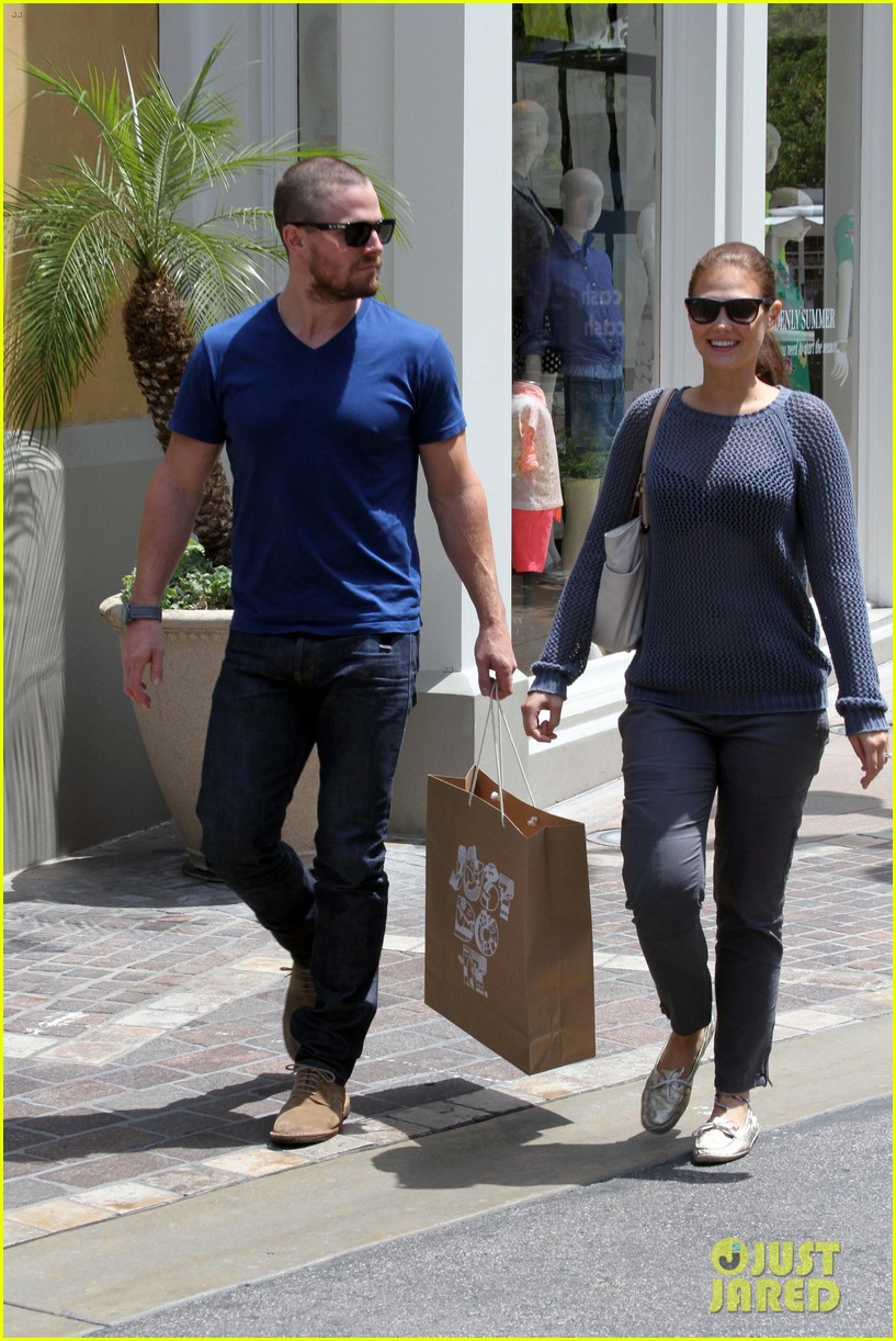 stephen amell christian grey will not be me 022867458