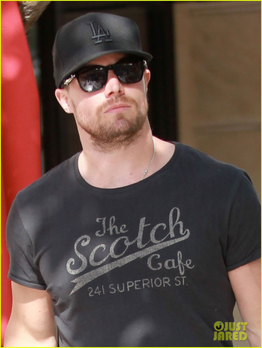 stephen amell shops the grove colin donnel gets surgery 03