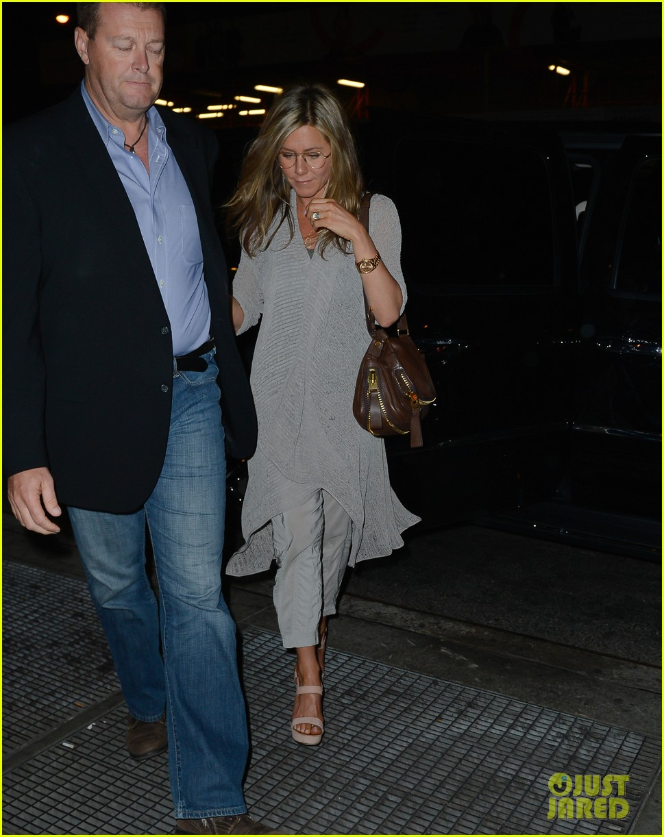jennifer aniston attends bette midler play ill eat you last 012868081