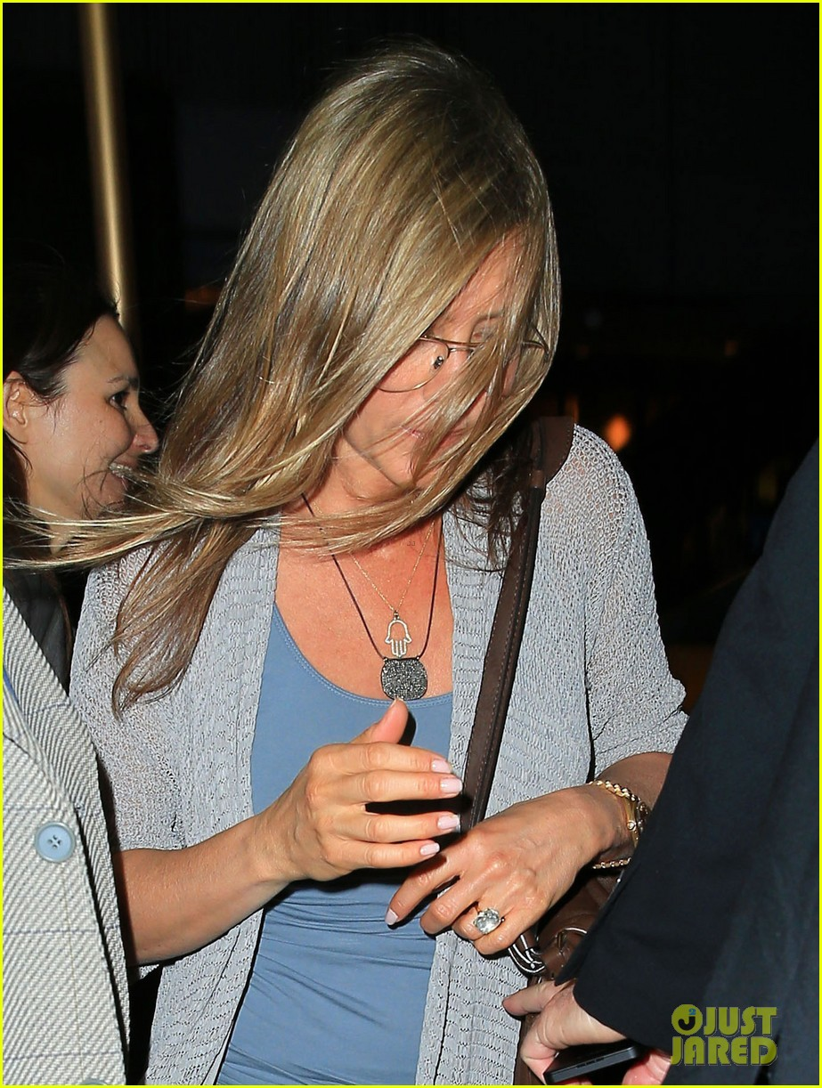 jennifer aniston attends bette midler play ill eat you last 022868082