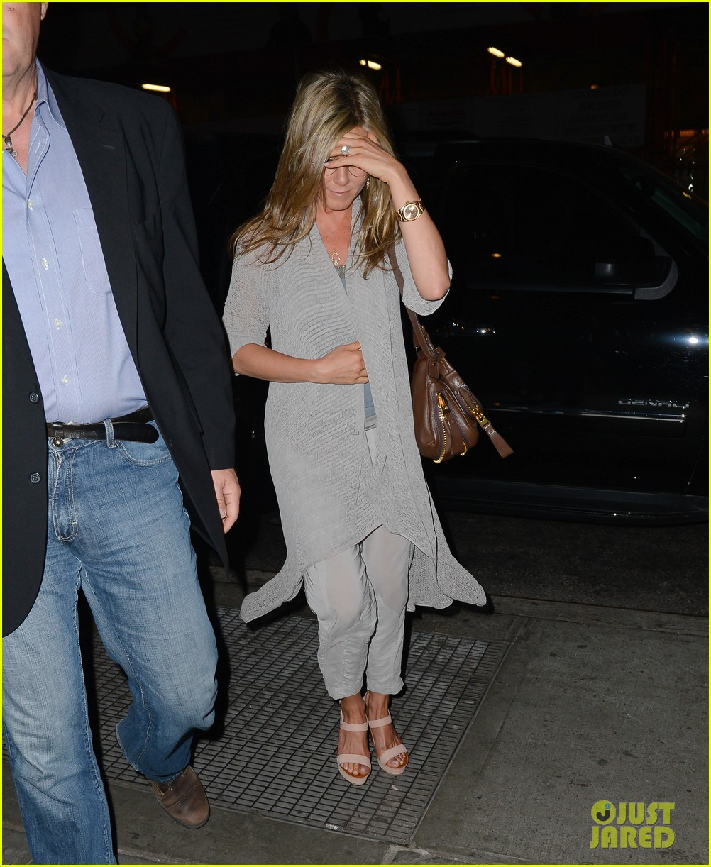 jennifer aniston attends bette midler play ill eat you last 032868083