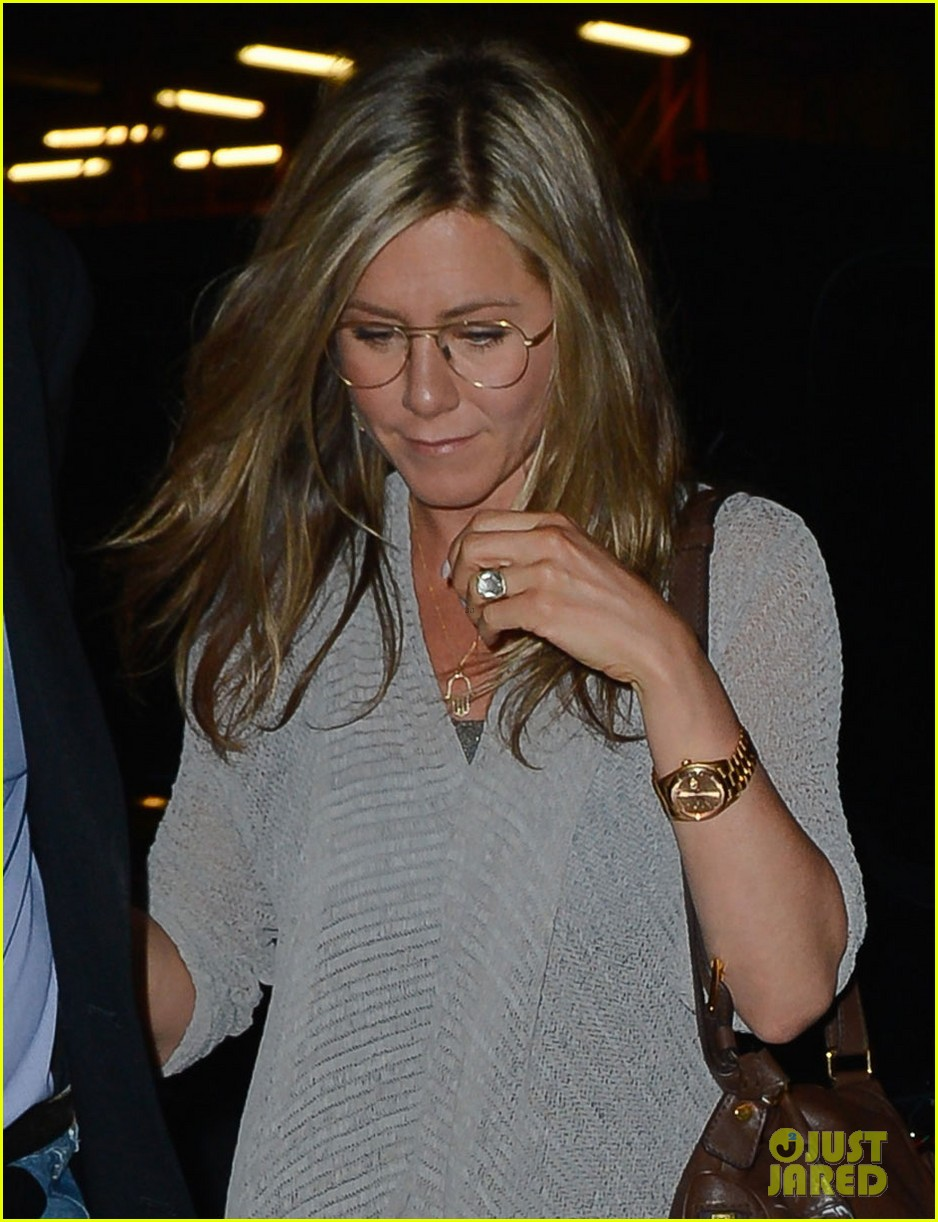 jennifer aniston attends bette midler play ill eat you last 04