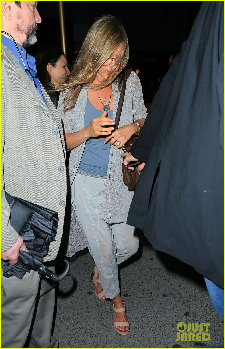 jennifer aniston attends bette midler play ill eat you last 052868085
