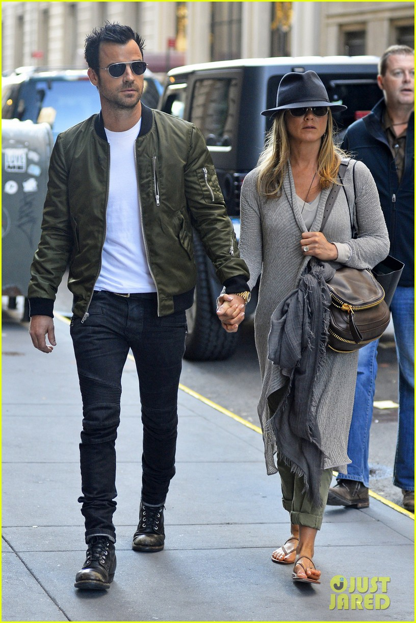jennifer aniston justin theroux hold hands while shopping 032869390