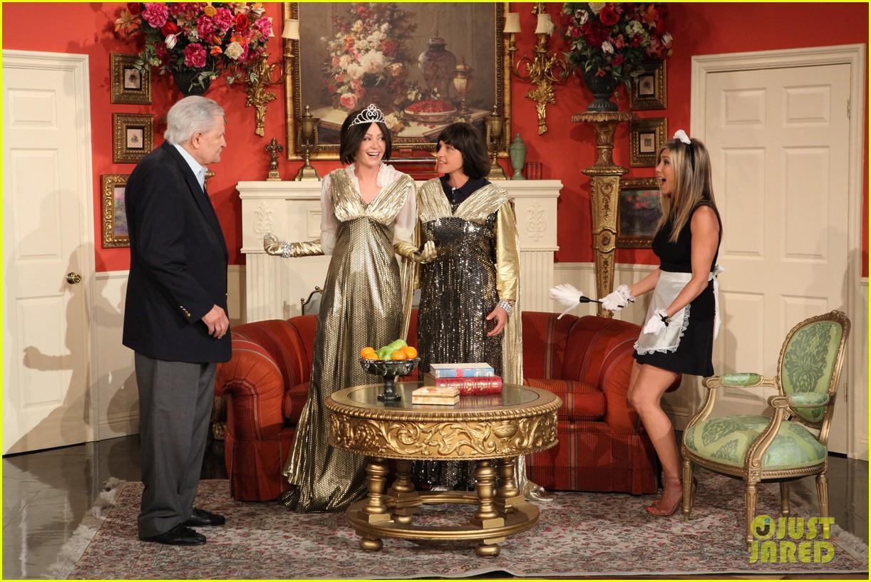 jennifer aniston wears maids outfit talks friends reunion on ellen 022876169