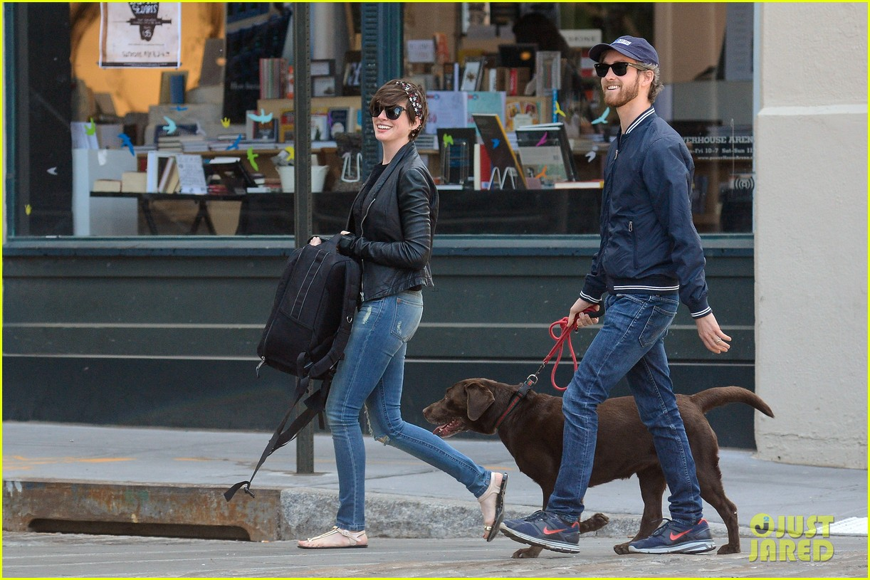 anne hathaway adam shulman brookyn dog walk 032864137