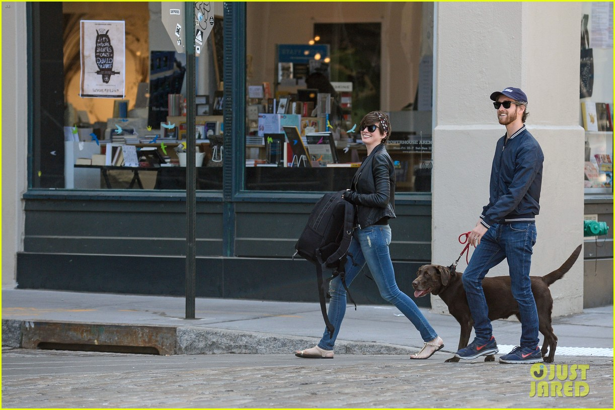 anne hathaway adam shulman brookyn dog walk 062864140